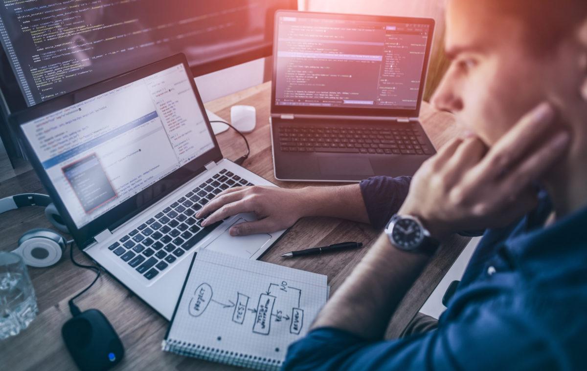 man performing website software testing